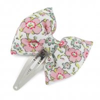 <img class='new_mark_img1' src='https://img.shop-pro.jp/img/new/icons1.gif' style='border:none;display:inline;margin:0px;padding:0px;width:auto;' />Kids Flower hair Clip Bowtie Pink salmon