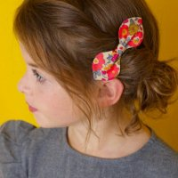 <img class='new_mark_img1' src='//img.shop-pro.jp/img/new/icons1.gif' style='border:none;display:inline;margin:0px;padding:0px;width:auto;' />Kids Liberty hair Bunny Clip Betsy Fluo Thé