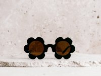 <img class='new_mark_img1' src='https://img.shop-pro.jp/img/new/icons52.gif' style='border:none;display:inline;margin:0px;padding:0px;width:auto;' />daisy sunglass ブラック