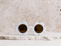 <img class='new_mark_img1' src='https://img.shop-pro.jp/img/new/icons1.gif' style='border:none;display:inline;margin:0px;padding:0px;width:auto;' />60%OFF daisy sunglass ホワイト