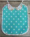 <img class='new_mark_img1' src='//img.shop-pro.jp/img/new/icons11.gif' style='border:none;display:inline;margin:0px;padding:0px;width:auto;' /> Les Petits Vintage Peter Pan Collar Bib &#8211; turquoise stars oilcloth