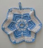 北欧ヴィンテージ 6角形の鍋敷き(ドイリー)/ ライトブルー&ホワイト