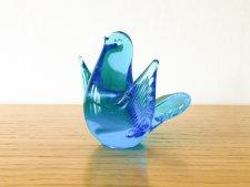 ガラス製 鮮やかなブルーの羽を広げた鳥 / ブルー /スウェーデン