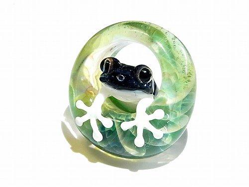 足音 四 【kengtaro/ケンタロー】水たまりに広がる小さな波紋 ボロシリケイトガラス 職人 作家 蛙 かえる フロッグ 一点 カラフル 芸術 個…