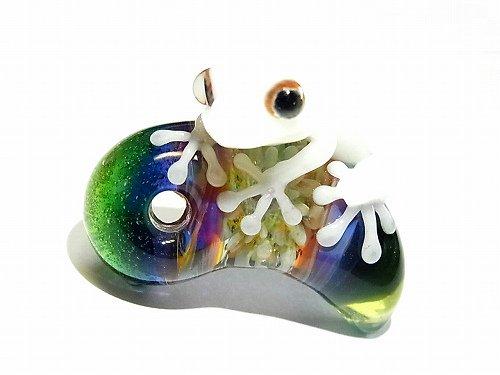 勾玉(マガタマ) 参 【kengtaro/ケンタロー】勾玉とカエル ボロシリケイトガラス 職人 作家 蛙 かえる フロッグ 一点 カラフル 芸術 個…