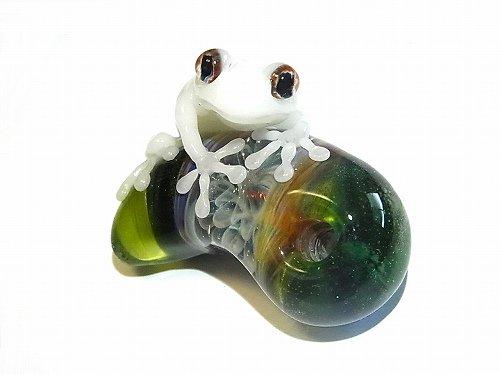 勾玉(マガタマ) 四 【kengtaro/ケンタロー】勾玉とカエル ボロシリケイトガラス 職人 作家 蛙 かえる フロッグ 一点 カラフル 芸術 個…