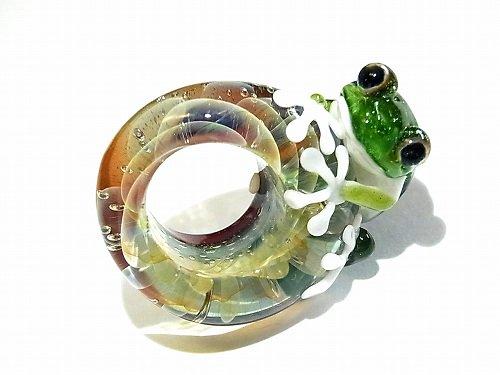 入梅 参 【kengtaro/ケンタロー】梅雨の頃合い ボロシリケイトガラス 職人 作家 蛙 かえる フロッグ 一点 カラフル 芸術 個性的 リング シーズン …