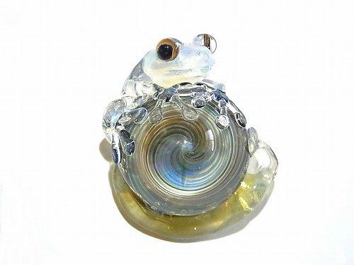 カタツムリ 六 【 kengtaro / ケンタロー 】 カタツムリにつかまるカエル ボロシリケイトガラス 職人 作家 蛙 かえる フロッグ 一点 カラフル 芸術 個性的 かたつ…
