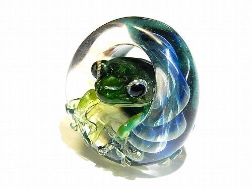 足音 五 【kengtaro/ケンタロー】水たまりに広がる小さな波紋 ボロシリケイトガラス 職人 作家 蛙 かえる フロッグ 一点 カラフル 芸術 個…