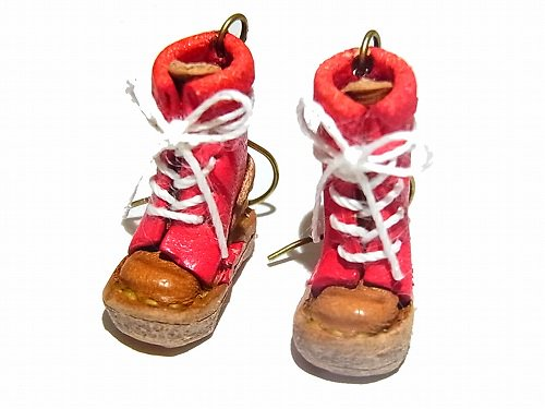 ヒモブーツ ピアス ( カラー: レッド )【 もりや ゆか 】 ハンドメイド 手作り かわいい 靴 くつ おしゃれ 革 レザー ミニチュア 小人 ナチュ…