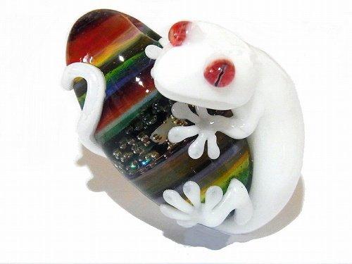 守 参 【 kengtaro / ケンタロー 】 白 守宮 ヤモリ ボロシリケイトガラス 職人 作家 一点 カラフル 芸術 個性的 ホワイト カラフル …