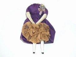 壊れたギニョールブローチ (パープルのワンピース×ブラウンのレース)(弐)【 nikibbit ニキビット 】 お人形 かわいい お洒落 変わった
