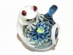 守宮(ヤモリさん) 拾九 【 kengtaro ケンタロー 】 白いヤモリとオパール ボロシリケイトガラス 職人 作家 蛙 かえる フロッグ 一点 カラフル 芸術 個性的 ホワイト