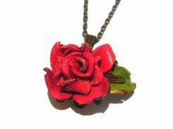 野バラ ネックレス ( レッド )【 もりや ゆか 】 ハンドメイド 手作り かわいい おしゃれ 革 レザー ミニチュア 薔薇 ばら ローズ 花 フラワー