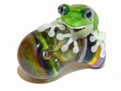 勾玉 (マガタマ) 八 【 kengtaro ケンタロー 】 勾玉とカエル ボロシリケイトガラス 職人 作家 蛙 かえる フロッグ 一点 カラフル 芸術 個性的