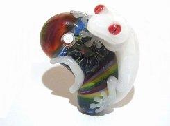 勾玉 ヤモさん 四【 kengtaro / ケンタロー 】 勾玉 ヤモリ 守宮 ボロシリケイトガラス 職人 作家 蛙 かえる フロッグ 一点 カラフル 芸術 個性的