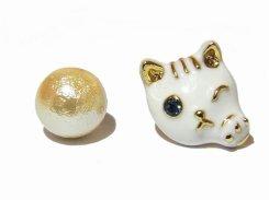 ウインクキャットミルキー ピアス 【 KAZA / カザ 】【 メール便 送料無料 】 ネコ ねこ 猫 アニマル かわいい 個性的 動物 アクセサリー レディース パール