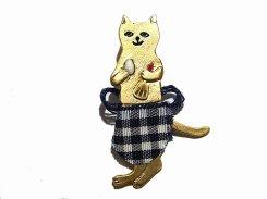 エプロンネコ ブローチ 【 Luccica ルチカ 】【 メール便 送料無料 】 猫 ねこ キャット アニマル 動物 ユニーク かわいい コーデ