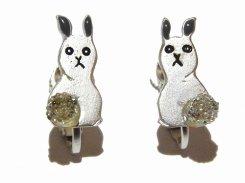 ふりむきうさぎ イヤリング (カラー:シルバー) 【 Luccica ルチカ 】 【メール便 送料無料 】 ウサギ アクセサリー 兔 動物 個性的 カワイイ ビーズ 人気 ラビット