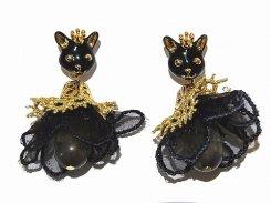クラウンK キャット ピアス 【 KAZA / カザ 】【 メール便 送料無料 】 猫好き ねこ ネコ 猫 アニマル 動物 アクセサリー モチーフ