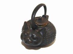 ねこ瓶 ペンダントトップ 【 いもゆで工房  】 銅製 アクセサリー ジュエリー 茶釜 おもしろ かわいい 猫 動物 アニマル プレゼント