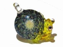 風 【 kengtaro ケンタロー 】  カエル ボロシリケイトガラス 職人 作家 蛙 かえる フロッグ 個性的 かわいい おしゃれ ペンダントトップ アクセサリー