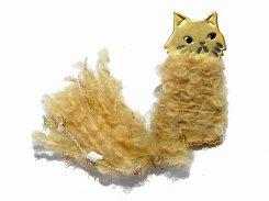 ねこのしっぽ ブローチ  (ゴールド)【 Luccica ルチカ 】【 メール便 送料無料 】 アクセサリー 異素材 毛糸 ふわふわ 猫じゃらし 顔 cat キャット 猫  誕生日 プレゼント 女性