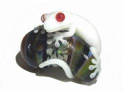 勾玉 ヤモさん 伍【 kengtaro ケンタロー 】 勾玉 ヤモリ 守宮 ガラス 作家 蛙 かえる フロッグ 一点 カラフル 芸術 個性的