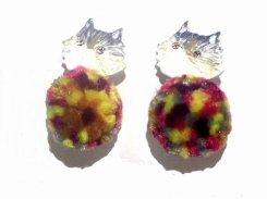 猫とカラフルボールのピアス【 Luccica ルチカ 】 ねこ キャット アニマル 毛糸 丸い かわいい おもしろ 個性的 プレゼント