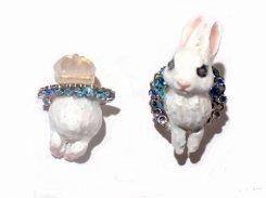 ウサギのイヤリング (ホワイト×ブルー)【 Wadou-koubou 和道工房 】 りんごの森の小さな住人シリーズ うさぎ アニマル 動物