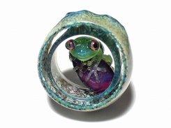 カエル アクセサリー 『 なすがままに ペンダントトップ 』【 kengtaro ケンタロー 】 勾玉 蛙 ガラス 作家 フロッグ 茄子 ナスビ