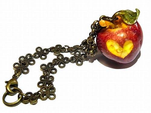 毒りんご バックチャーム【Wadou-koubou/和道工房】林檎 アップル リンゴ フルーツ 果物 アクセサリー ポイズン メルヘン ユニーク ハート 個…