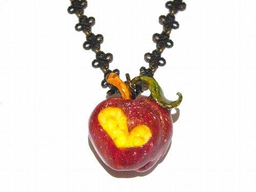 毒りんご ネックレス【Wadou-koubou/和道工房】林檎 アップル リンゴ フルーツ 果物 アクセサリー ポイズン メルヘン かわいい …