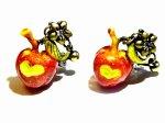 毒りんご ピアス 【 Wadou-koubou / 和道工房 】 林檎 アップル リンゴ フルーツ 果物 アクセサリー ポイズン メルヘン かわいい 白雪姫 絵本 童話
