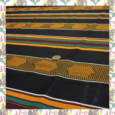 アフリカのプリント布 生地 伝統ケンテ黒(表示価格は90cm)