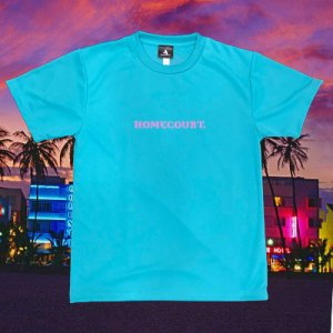 <img class='new_mark_img1' src='//img.shop-pro.jp/img/new/icons14.gif' style='border:none;display:inline;margin:0px;padding:0px;width:auto;' />HOMECOURT. LOGO DRY TEE -MIAMI NIGHT- ホームコートロゴ マイアミ