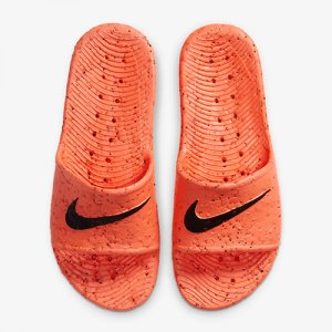 <img class='new_mark_img1' src='//img.shop-pro.jp/img/new/icons14.gif' style='border:none;display:inline;margin:0px;padding:0px;width:auto;' />NIKE(ナイキ) Kawa Shower Slide SE(カワシャワースライドSE/サンダル) トータルクリムゾン