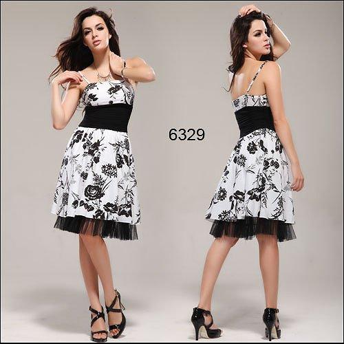 花柄の白と黒のミディアム ドレス♪