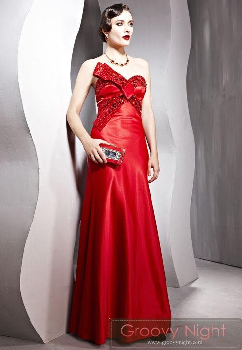 近代的なデザイン 鮮やかなレッドロングドレス♪