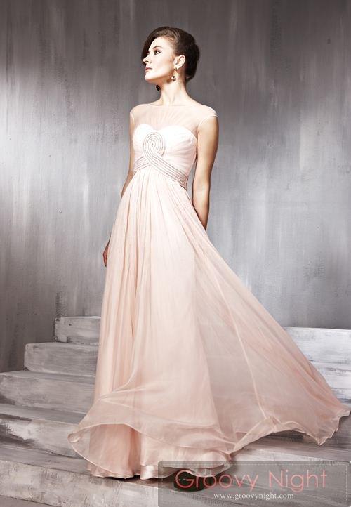 可愛さの中にもしっとりとした大人の雰囲気があるロングドレス♪