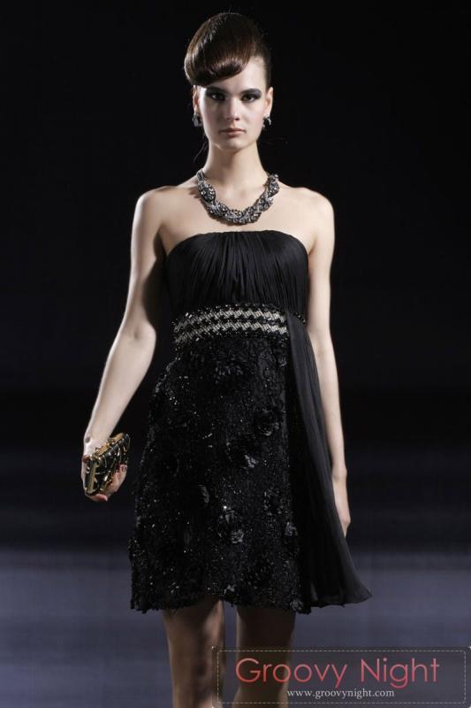 グルービーでは入荷の少ないブラックカラーがカッコいいショートドレス♪