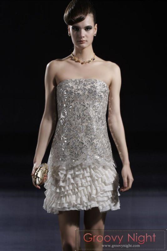 トップのキラキラとフワフワスカートがベストマッチなショートドレス♪