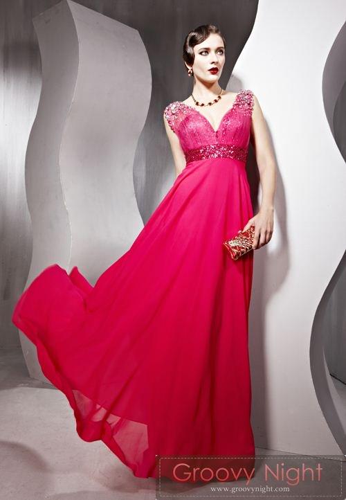 情熱のスペインレッドが鮮やかなロングドレス♪