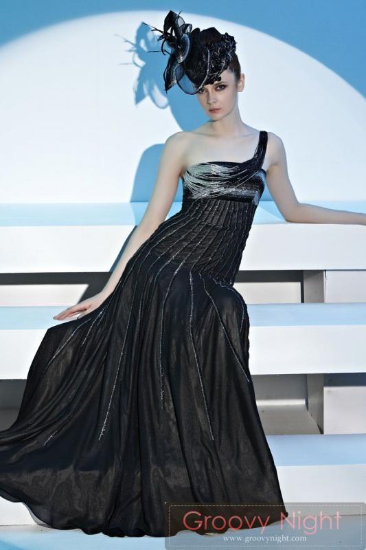 スタイルをすっきり魅せるカラーとカッコいいデザイン!!スタッフおススメロングドレス♪