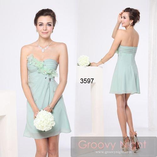 妖精みたいな神秘色に胸に可愛い飾りのついたショートドレス♪