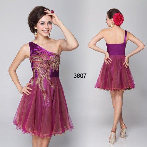コレクション発表でも噂になった斬新かつ艶やかなショートドレス♪