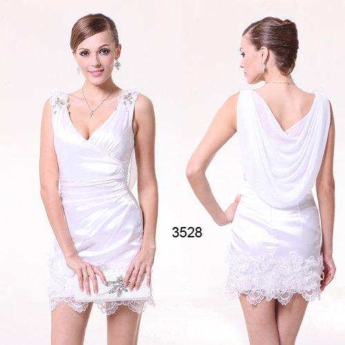上品な雰囲気を出したいならシンプルホワイトショートドレス♪