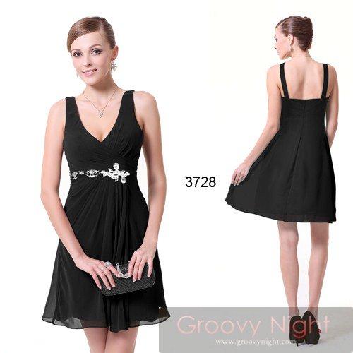 ショートデザインでも大人っぽく着られるシックなショートドレス♪