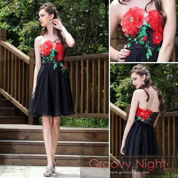 [送料無料]胸元の大きな花をブラックで引き立てるショートドレス♪