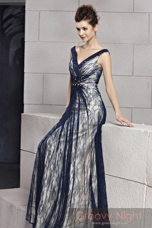 今度の舞台は妖艶スタイルでバッチリ決める!! 高級ロングドレス♪